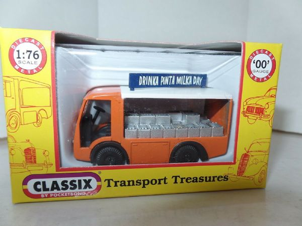 Classix EM76638 1/76 OO Scale NCB Electric Milk Float United Dairies Orange